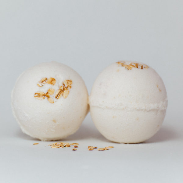 Oatmeal Honey bath bomb